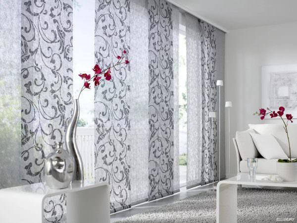 От того, в какую комнату подбираются шторы, зависит материал, из которого они будут изготовлены, цветовая гамма и функционал.
