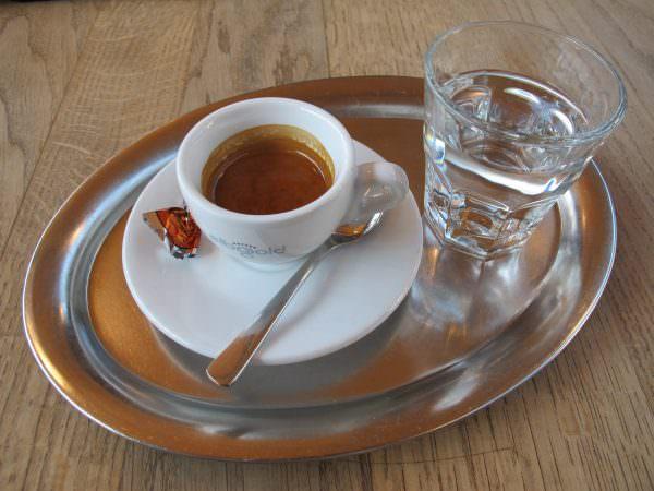 Ристретто используют для приготовления легких и очень вкусных напитков, которые фактически лишены кофеина.