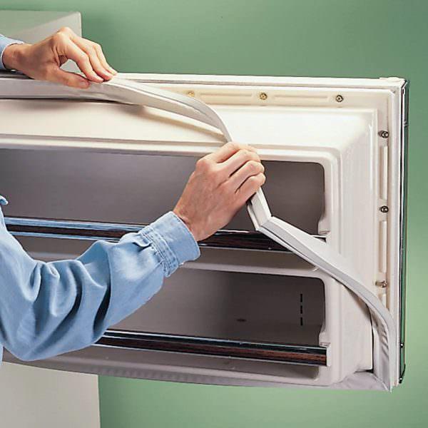 После диагностирования проблем, связанных с работоспособностью холодильного устройства, у многих возникает вопрос, что делать, если резинка не плотно прилегает