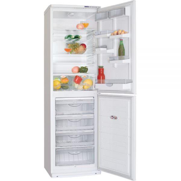 Разница в стоимости холодильников с разным количеством компрессоров существенна. Зачастую двумя компрессорами оснащаются более дорогие модели