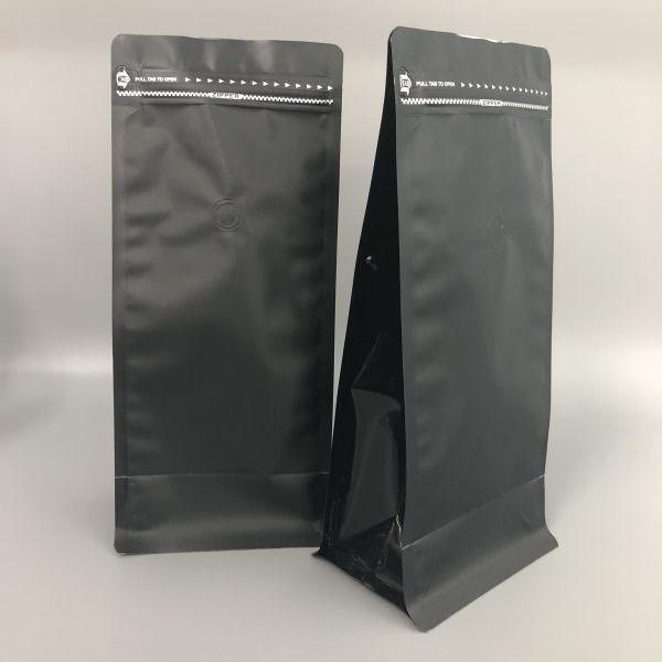 Если приобретать уже готовый молотый кофе, то желательно хранить его в темном месте, заранее пересыпав в зип-пакет