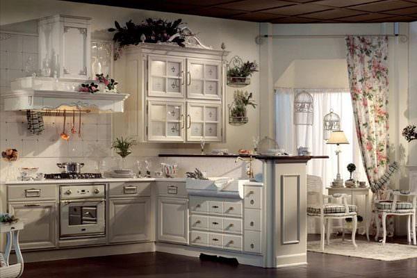 Кухонный гарнитур должен быть натуральным или в крайнем случае выполненным из стружечных материалов