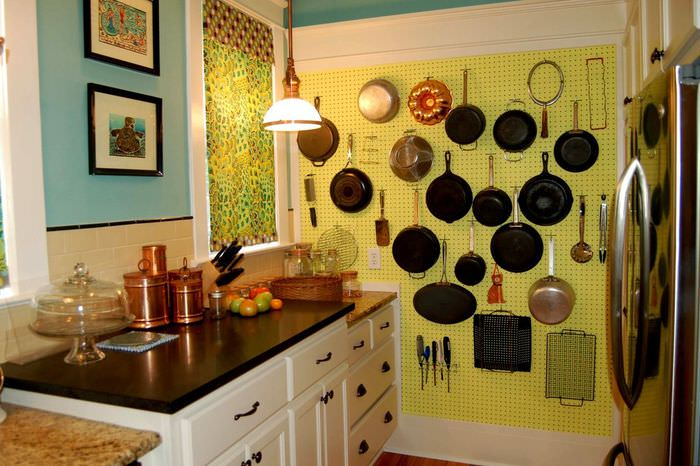 наши декор стен своими руками на кухне фото какие только уловки