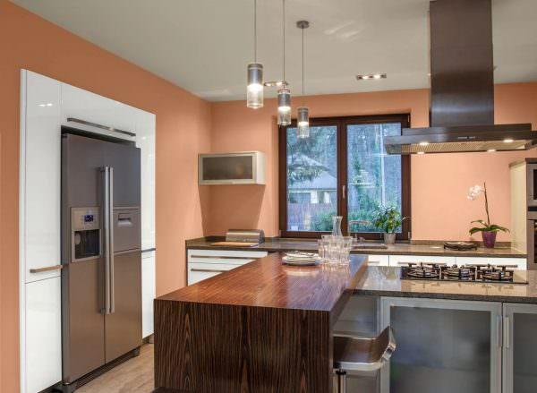 «Персиковая» кухня – идеальный вариант для комнат, в которых хочется создать уют, наполнить теплом и спокойствием.