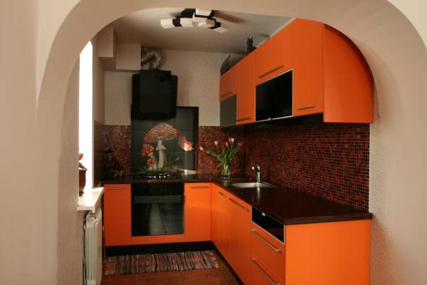 Сочетания с кирпично-красным, цветом терракоты, считается «классическим», так как напоминает о природе.