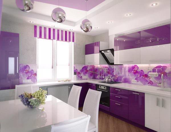 Сиреневый оттенок – сложный цвет. Это один из огромной палитры фиолетового.