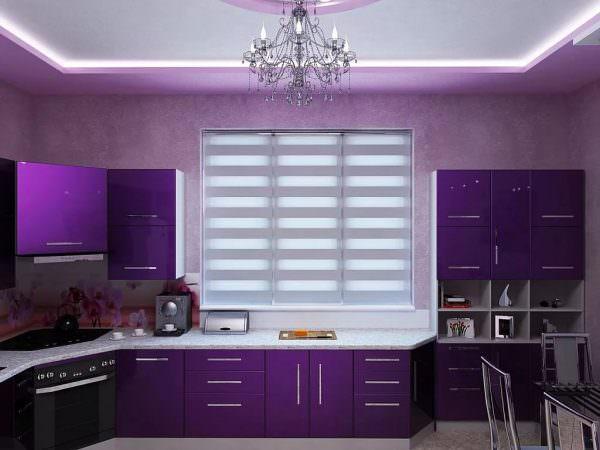 Если на кухне очень светло днем, выбирайте темные расцветки.