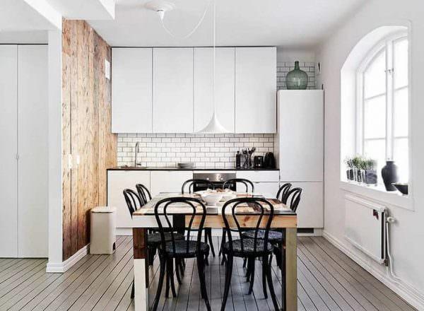 На севере редко стены оклеивают обоями. Чаще всего используется деревянная отделка, краска или штукатурка.