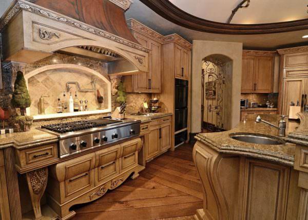 Кухня в старинном стиле сейчас набирает популярность благодаря возобновлению моды на натуральные материалы.