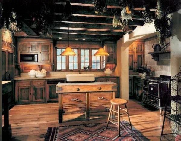 Для кухни в ретро стиле характерны сдержанность в формах, практичность в обстановке и многофункциональность вещей.