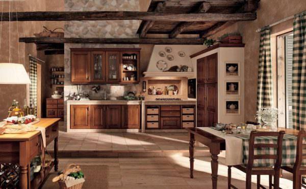 При создании дизайна кухни под старину своими руками, определитесь, какого колорита вы хотите добиться