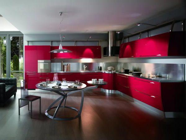 Цветовая палитра определяет такой важный аспект, как комфортность пребывания на кухонном пространстве.
