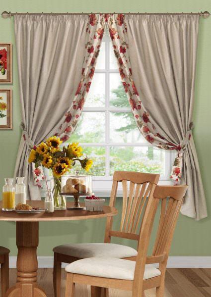 Романтичный стиль подойдет ценителям комфорта, всего натурального и ретро. Основную изюминку ему придают соответствующие шторы.
