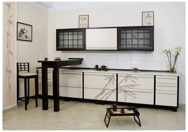 В стилизованном дизайне японской кухни на пол можно постелить плетеные вручную циновки, которые, разрабатывая дизайн, при необходимости, можно заменить тонкими паласами или коврами с коротким ворсом.