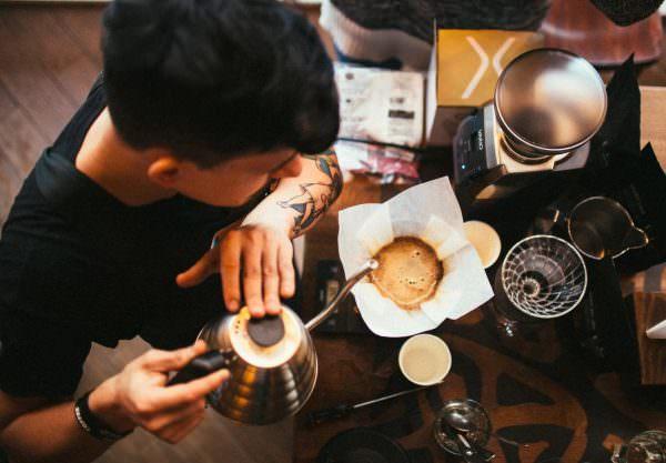 Лучше всего кофе готовят в специальных заведениях и кофейнях.