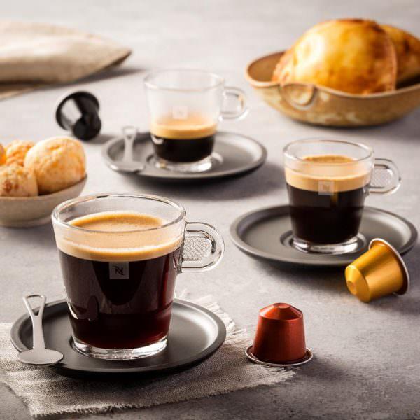 Лунго – напиток, который содержит кофеин, пролив идет в течение 30-50 секунд.