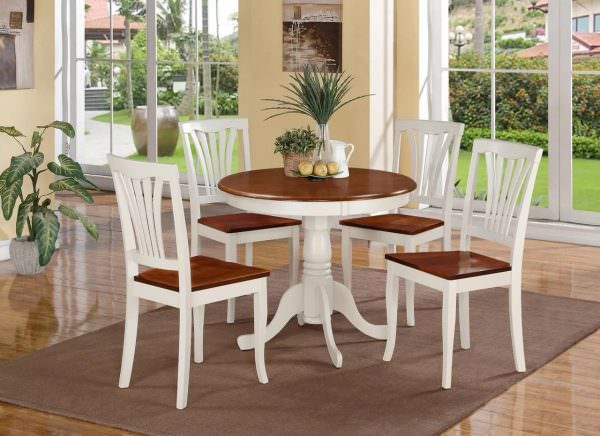 Посередине стола обычно расставлены общие блюда и угощения, поэтому необходимо добавить еще 20 см.