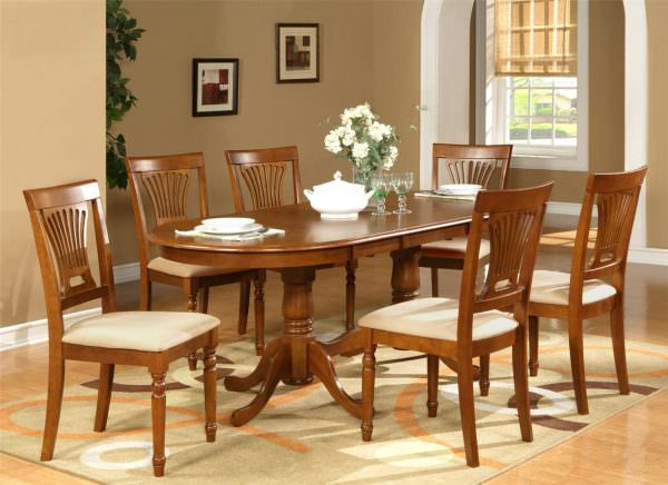 Кухонные столы со скругленными краями обычно не бывают широкими, в противовес круглым моделям
