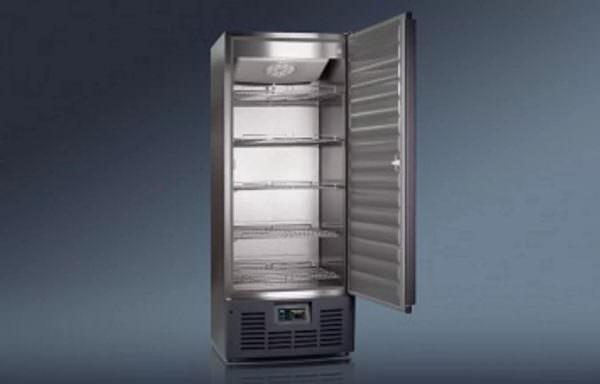 Специалисты рекомендуют не включать холодильник, если температура в помещении ниже + 5 градусов.