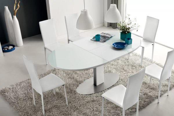 Эти разновидности столовой мебели удобно использовать с приходом гостей – дополнительно к застолью в гостиной могут присоединиться 3-6 человек.