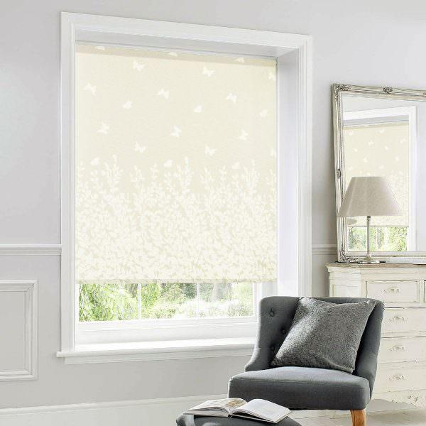 Используются как декор. Отлично рассеивают солнечный свет. В основном сочетаются с портьерами и гардинами.