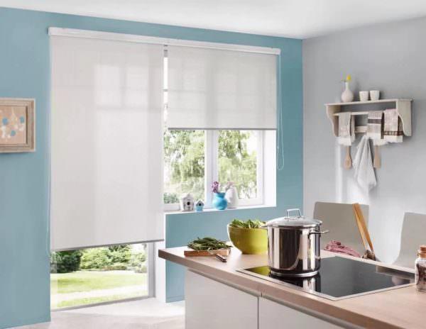 Для того, чтобы определиться с параметрами рулонных штор на пластиковые окна на кухне следует понять, где они будут установлены.
