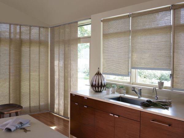 Данный критерий подбирается исходя из расположения в доме окна относительно солнца, также учитываются индивидуальные предпочтения владельца квартиры.