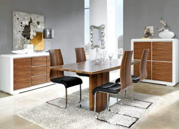 Шпонированная столешница – это тонкий срез элитной древесины, наклеенный на деревянную подложку или ДСП.
