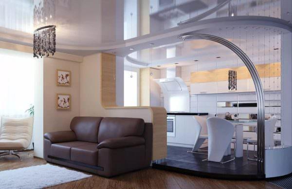 Сегодня существуют специальные ширмы, раздвижные двери, перегородки из стекла, полуарки и другие внутренние конструкции, как передвижные, так и статичные.
