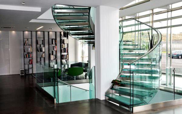 Стекло предлагает практически бесконечный потенциал в преобразовании пространства как в практическом, так и в эстетическом плане