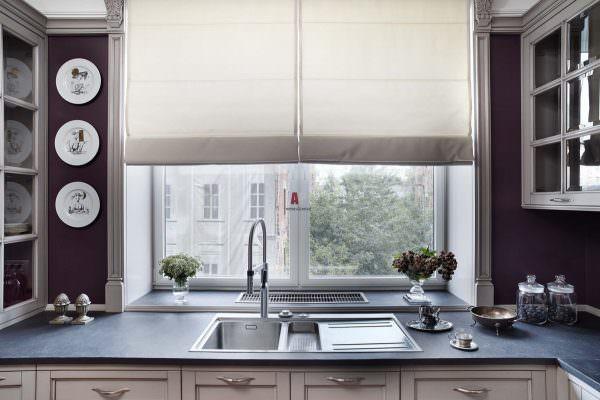 Отсутствие верхних фасадов сыграет в пользу разгруженности, что позволит увеличить зрительно пространство.