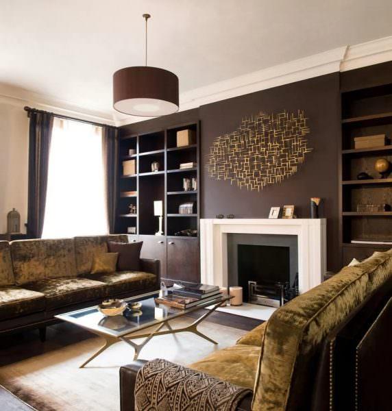 На сегодняшний день темные цвета — это потрясающий и впечатляющий способ показать искусство или выделить мебель