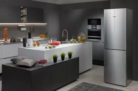 При транспортировке холодильника в зимнее время, необходимо знать, прежде чем включить его в сеть, он должен нагреться до комнатной температуры.