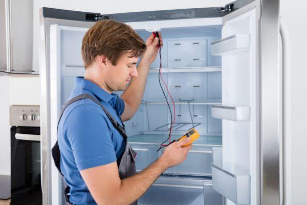 Если вы включите холодильник сразу после доставки: масло, которое там присутствует, смешается с хладагентом, он неравномерно заполнит систему и ваш агрегат неминуемо выйдет из строя.