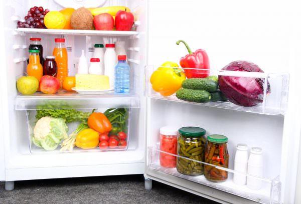 при включении не заполняйте его сразу всем ассортиментом продуктов, который у вас есть, особенно морозильную камеру.
