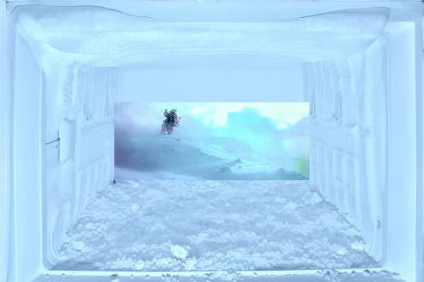 Да только, помимо снижения вместительности, нагрузка на компрессор увеличивается, а температура в морозилке ползет вверх к нулю