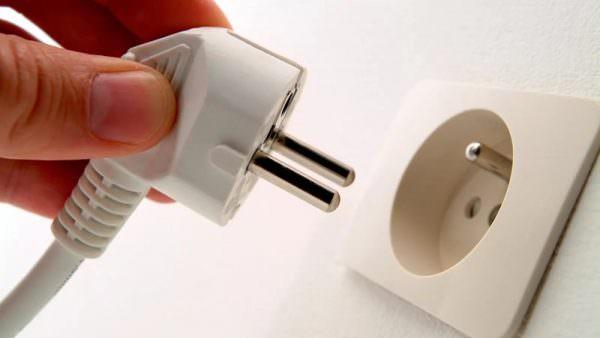 Обязательно отключайте вилку из сети, даже если производитель предусмотрел выключение кнопкой