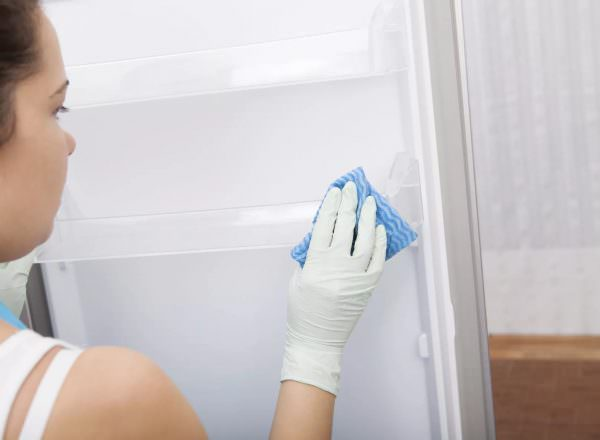 Поэтому сразу после обработки промойте резинку чистой водой.