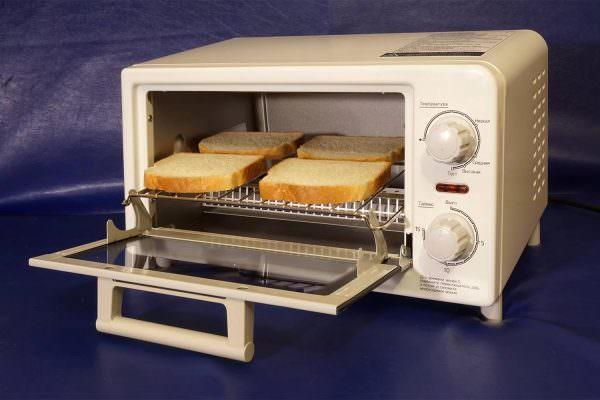 Несмотря на наличие этих минусов, какие-то простые блюда в виде тостов, овощей, бутербродов – приготовить можно.