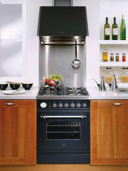 Электроплита считается более выгодной для приготовления пищи.