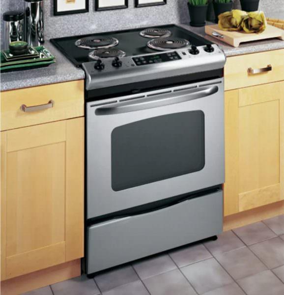 Существуют электроплитки, в которых только духовка работает от электричества, а четыре конфорки работают привычным способом.