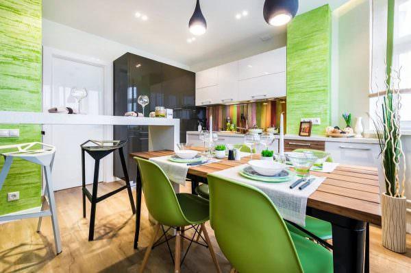 Нежный фисташково-зеленый колер, используемый для оформления экологического интерьера, создает впечатление необычайной свежести, единения с природой.