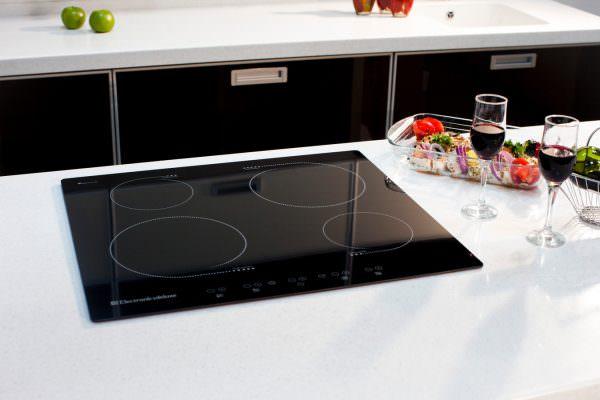 Следует учитывать, что не любая посуда подходит для использования на индукционной плите.