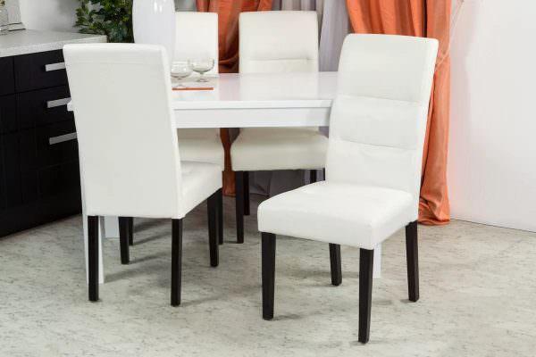 На таких стульчиках очень комфортно сидеть, ведь у них мягкая подушка.