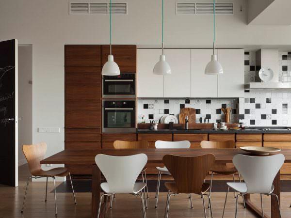Однорядный вид - самый распространенный по технологии планирования проекта кухни-столовой.