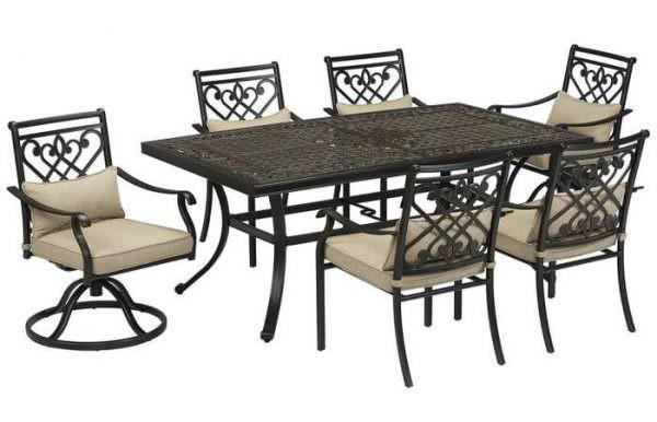 Raymour & Flanigan выпускают очень красивую металлическую мебель, в том числе и металлические кресла.