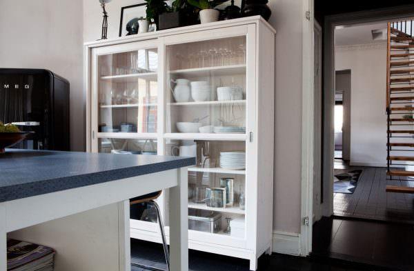 Каждый хозяин пытается подобрать качественную мебель для своего дома.