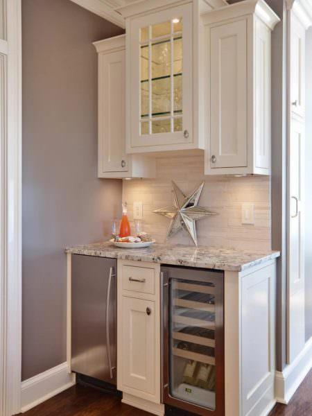 Кухонный шкафчик по размерам должен соответствовать габаритам помещения.