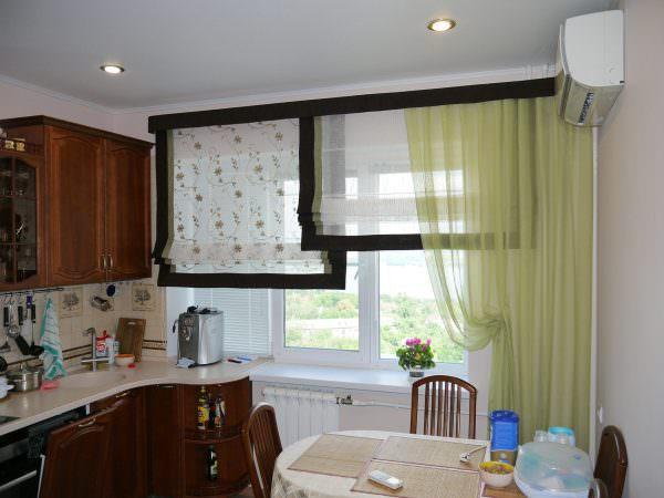 Оттенок может зависеть не только от оформления интерьера, но и от стороны, на которую выходят пластиковые окна.