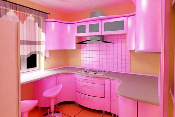 Обилие этого оттенка может превратить помещение в домик для Барби.
